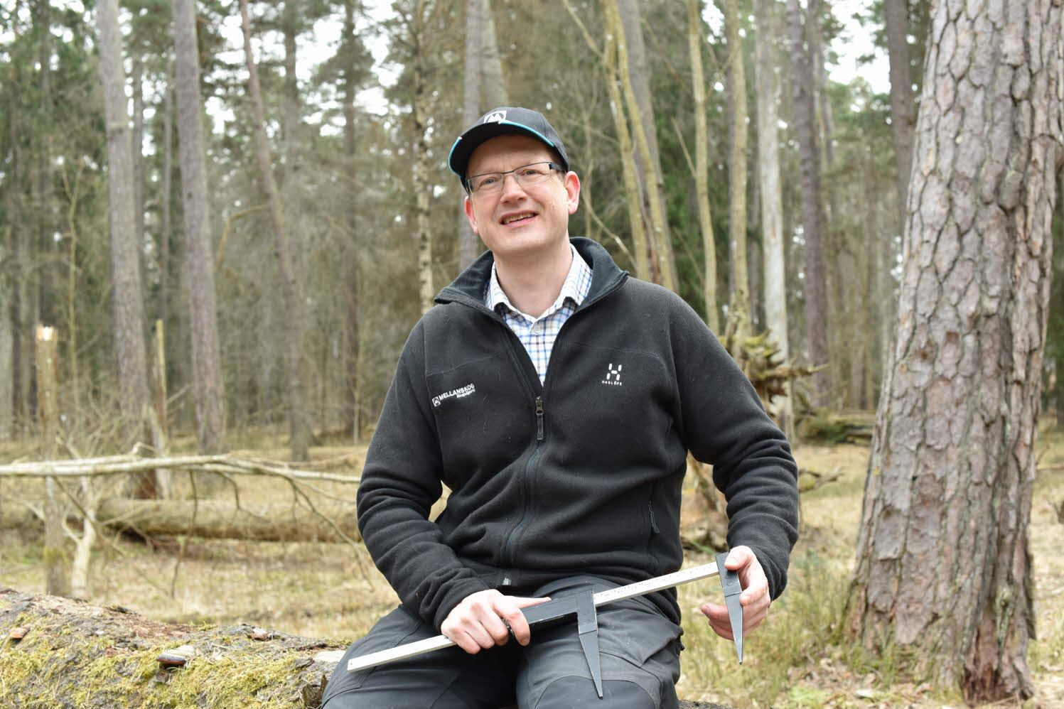 Anders Rickardson i skogen.