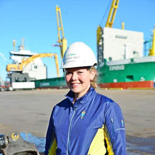 Elin jobbar som skeppsmäklare efter examen fram sjökaptensprogrammet