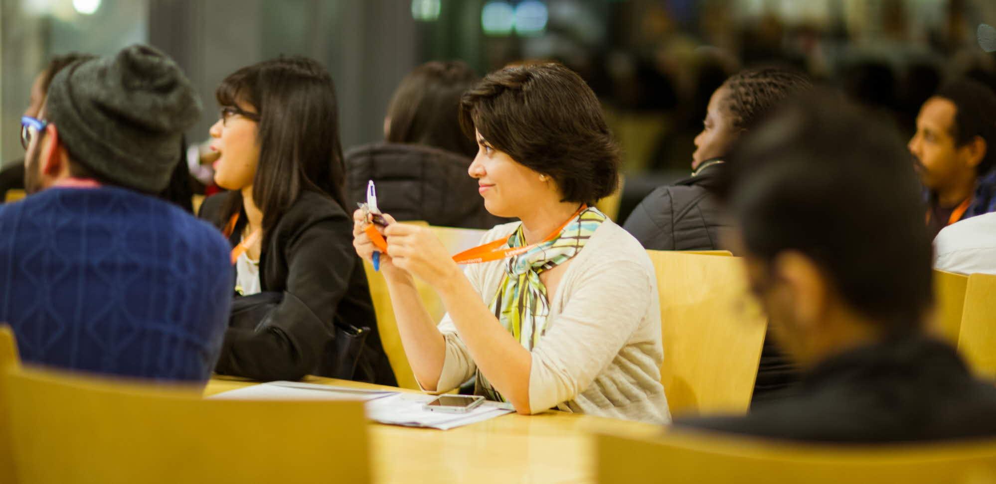 Internationella studenter lyssnar på föredrag på Career Night