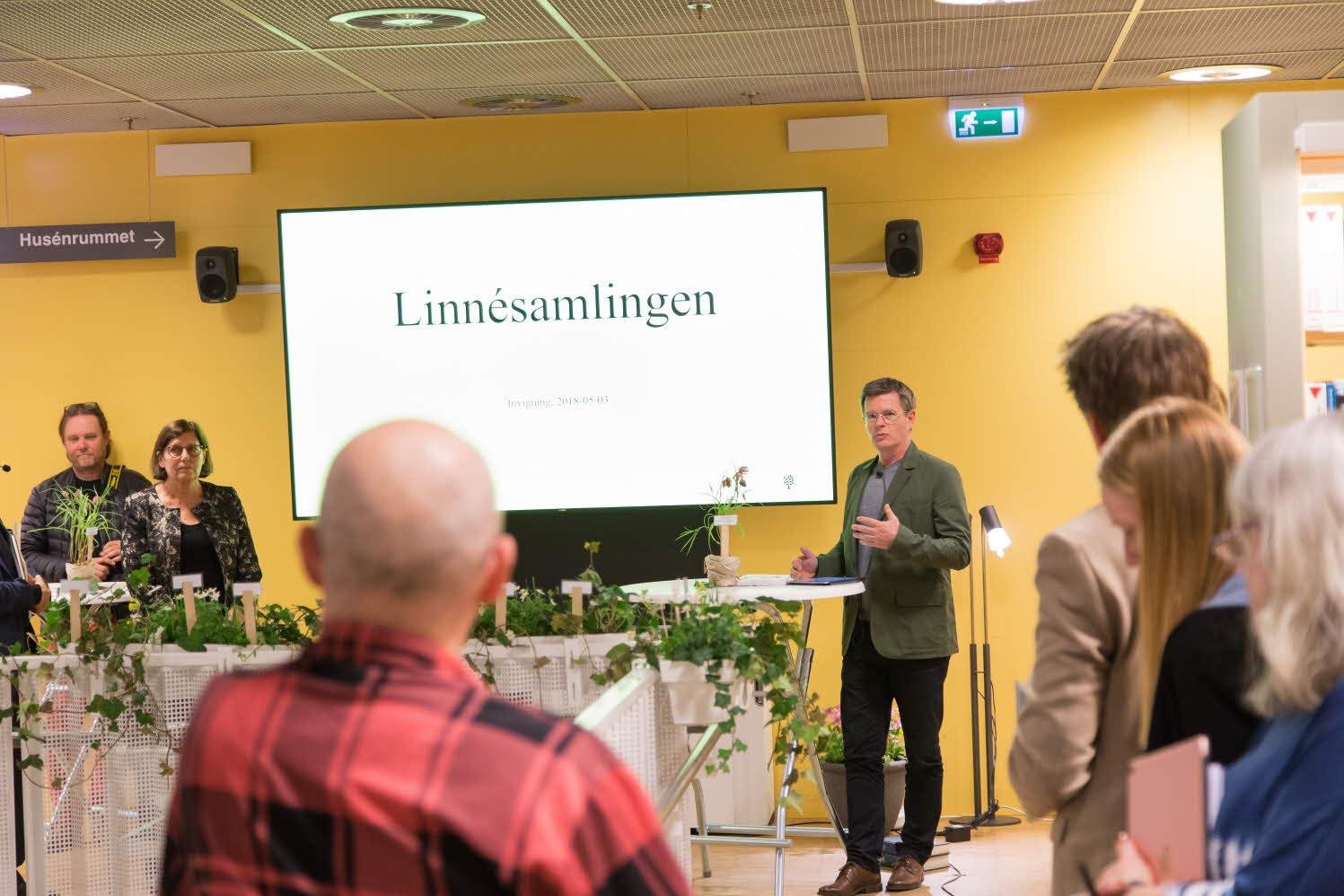Rektor Peter Aronsson inviger linnésamlingen