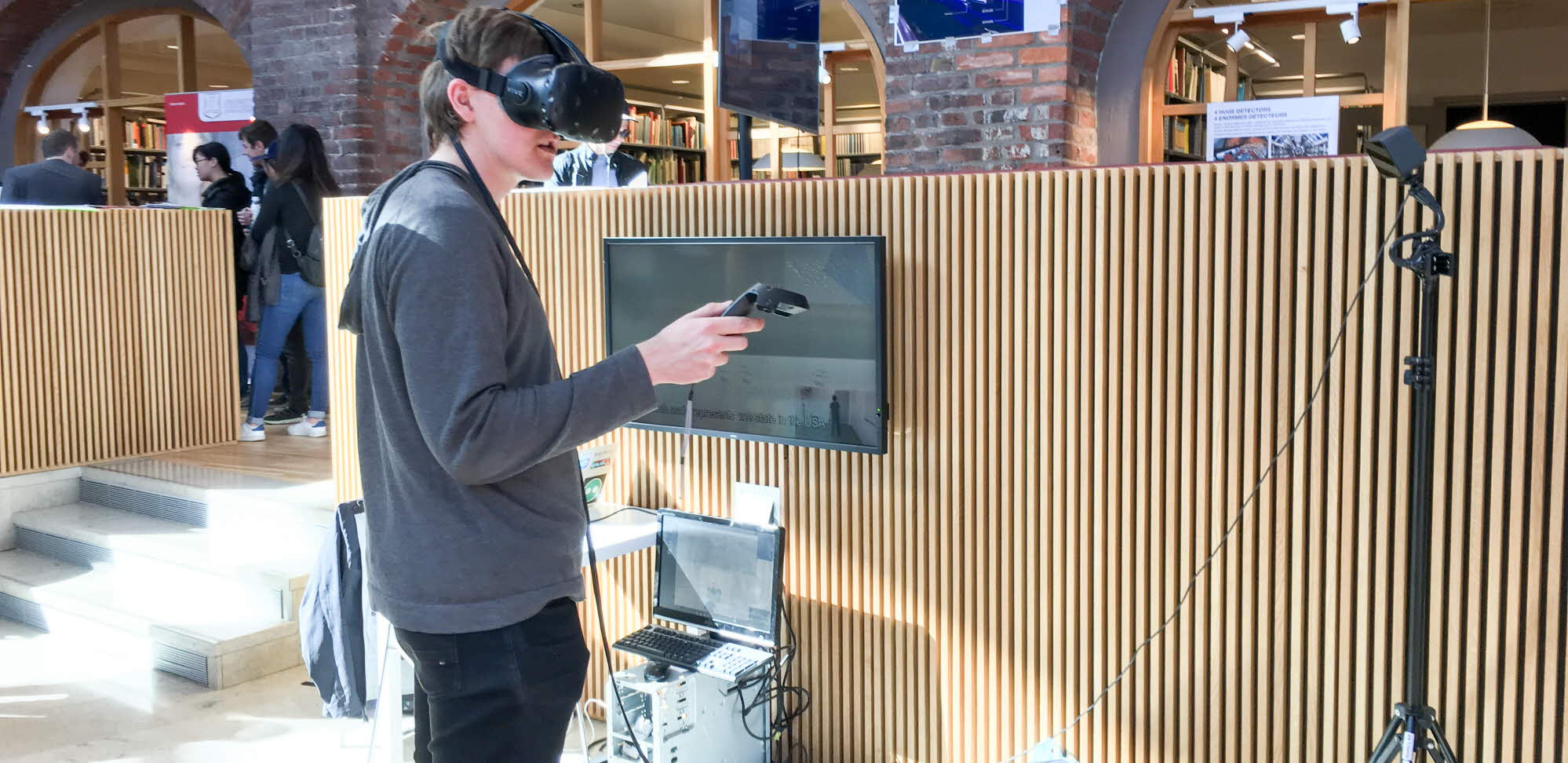 visitor testing the vr project