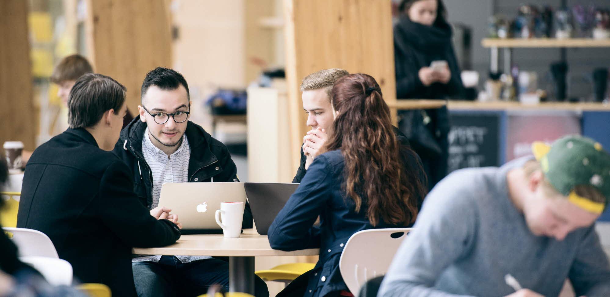 Grupparbete på campus