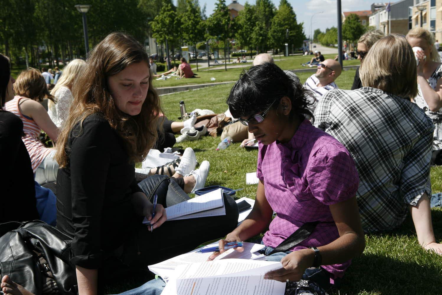 Studenter i parken